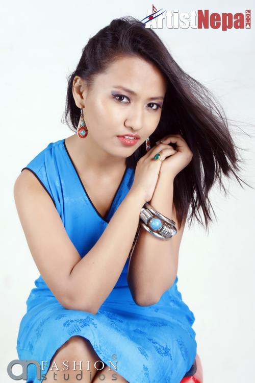 nikhita thapa singer